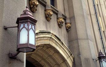 旧館玄関上部