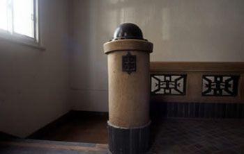 新館会談親柱の装飾